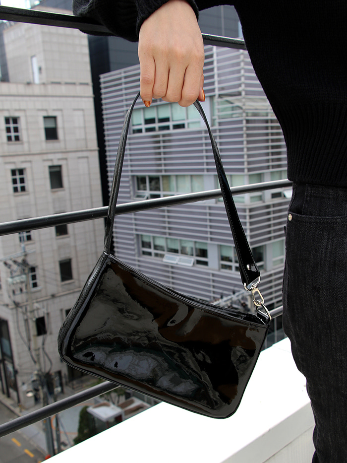 LEEY SQUARE TOTE BAG (ENAMEL BLACK)