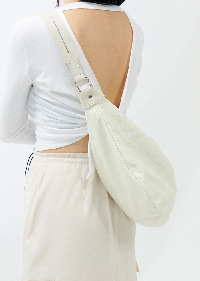 Half Moon Cross Bag (ivory)