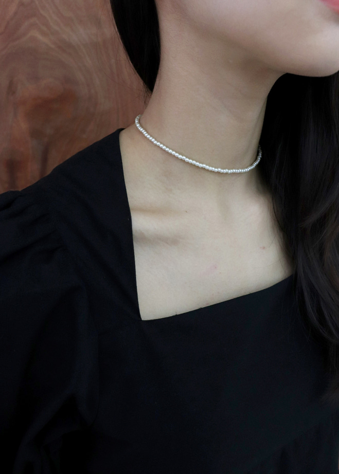 Fake pearls Choker